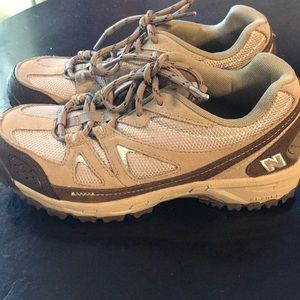 NWOT Men's 7.5 New Balance 606 Tan Tennis Shoes